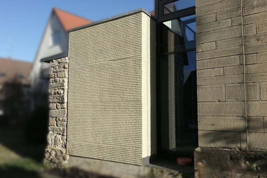 Strukturierte Fassade Kirche Nebringen