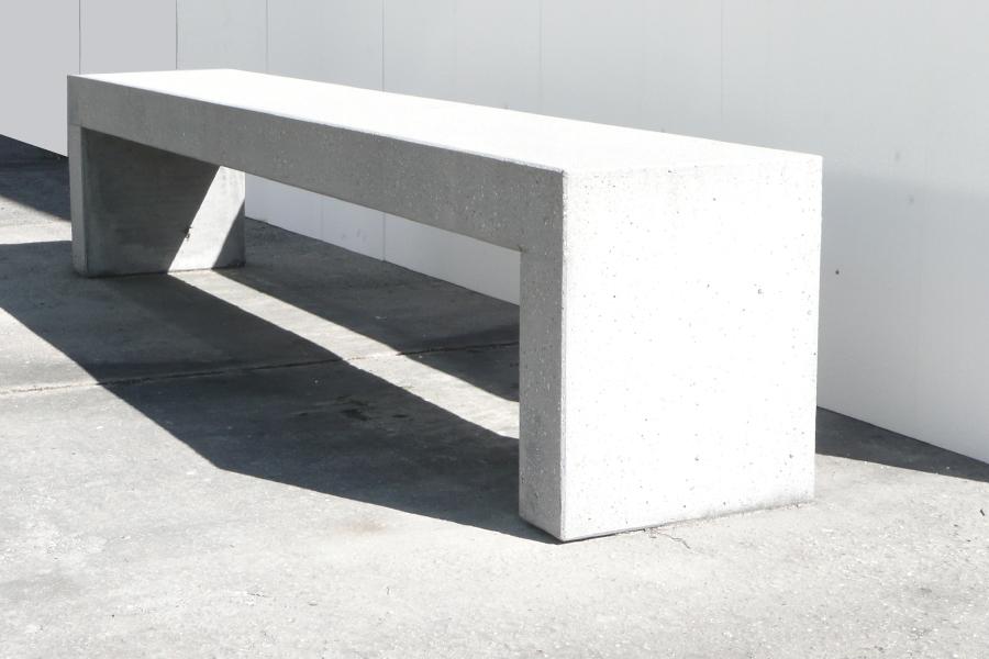Sitzbankelement gestrahlt