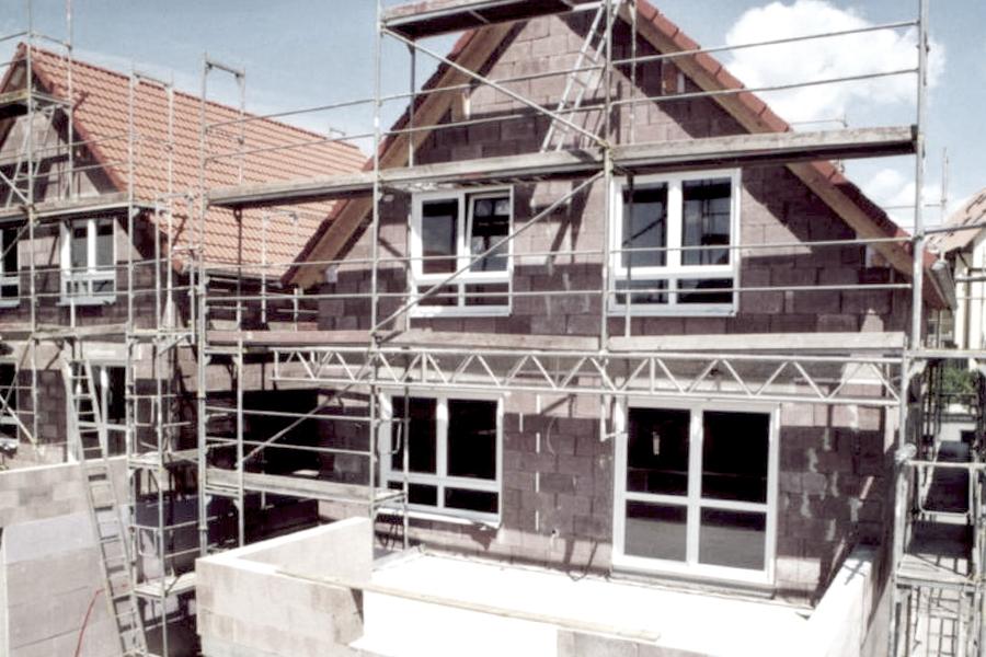 Reihenhaus Nufringen - Rohbau mit Holzspanbetonschalungssteinen